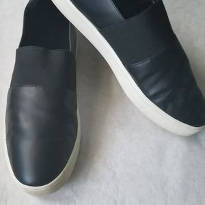 Vince black leather elastic arch slip on shoes 9.5